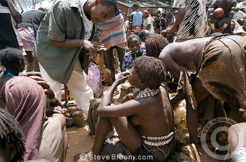Hamar tribespeople attending market in the Hamar village of Dimeka. Omo Delta, Ethiopia, Africa
