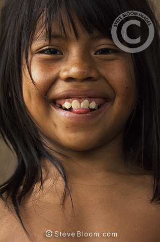 Huaorani Indian child. Bameno Community, Yasuni National Park, Amazon rainforest, Ecuador, South America.